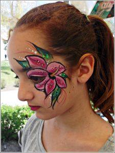 Trópusi virágos arcfestés