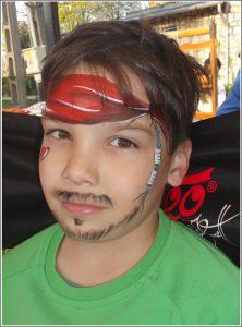 Kalózos arcfestés