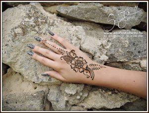 Hennavirág kézfejre