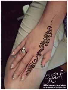 Henna kacskaringók